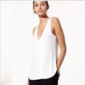 Aritza Babaton Vneck Sleeveless Top Size Medium